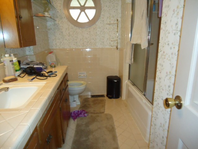 1960 bathroom with single sink